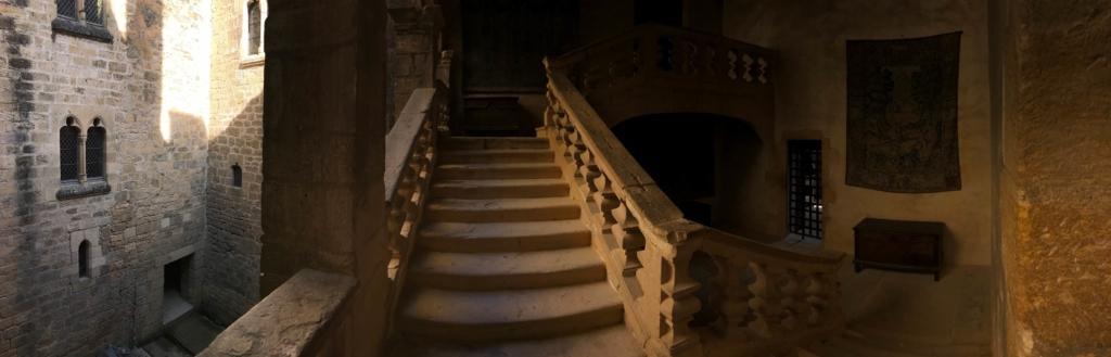 Château de Beynac escalier Renaissance