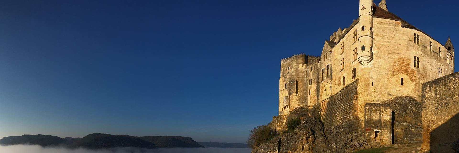 Château de Beynac dans les nuages