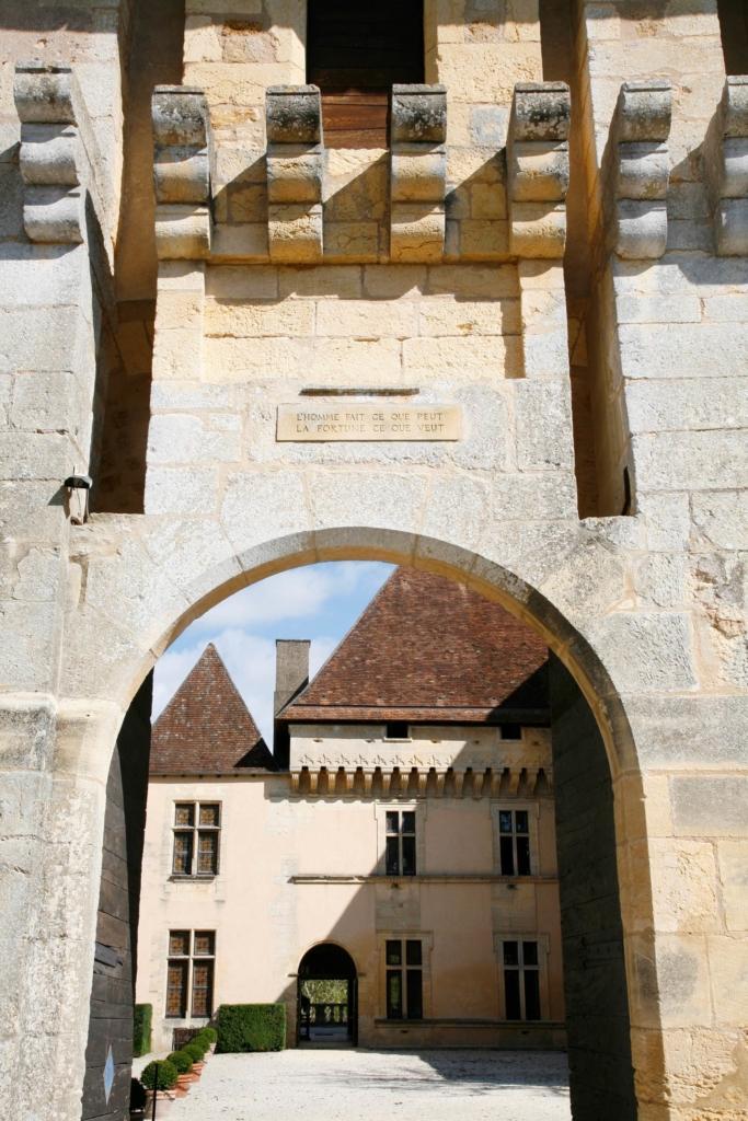 Château de Losse entrée châtelet