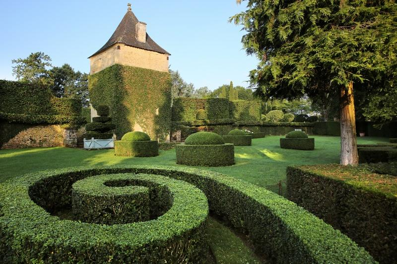 Spirale de buis et Pavillon de repos d'Eyrignac ©Jérome Morel