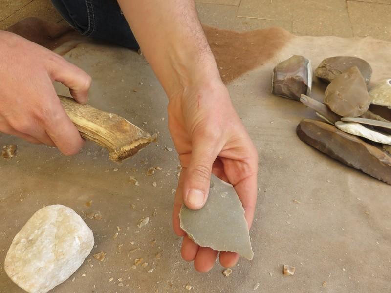 Parc du Thot Atelier préhistoire Taille de silex